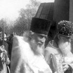 Na Olšanském hřbitově v Praze s archimandritem Innoketijem. Přiblížně 46.–47. léta19. století.